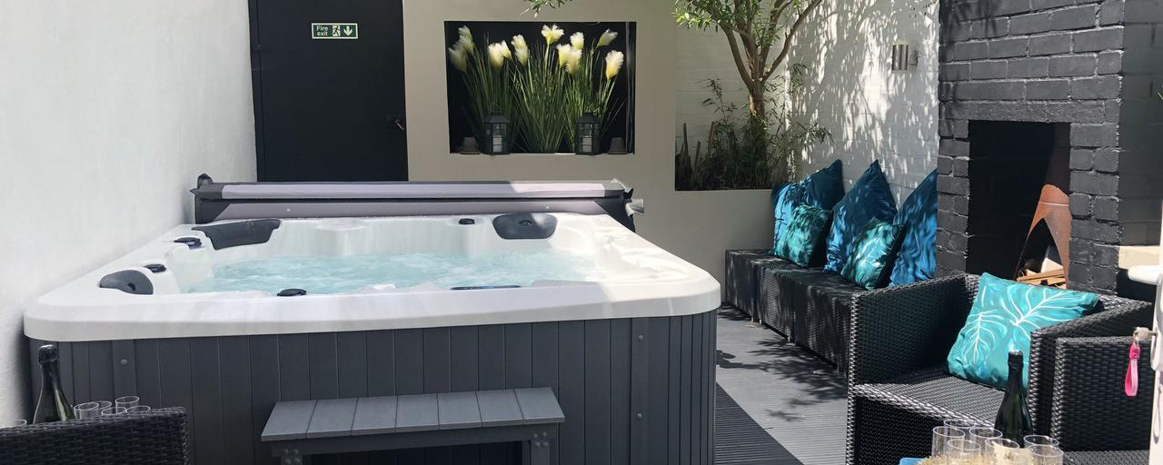 Bournemouth Beach Boutique with Hot Tub, Bournemouth