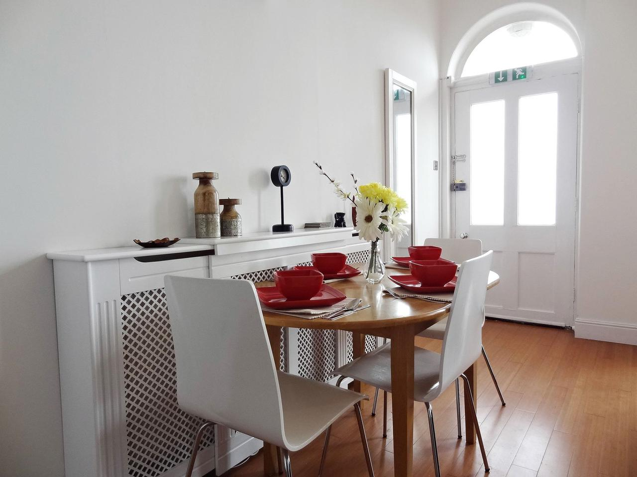 Beachfront Apartment, Brighton & Hove Images - 3