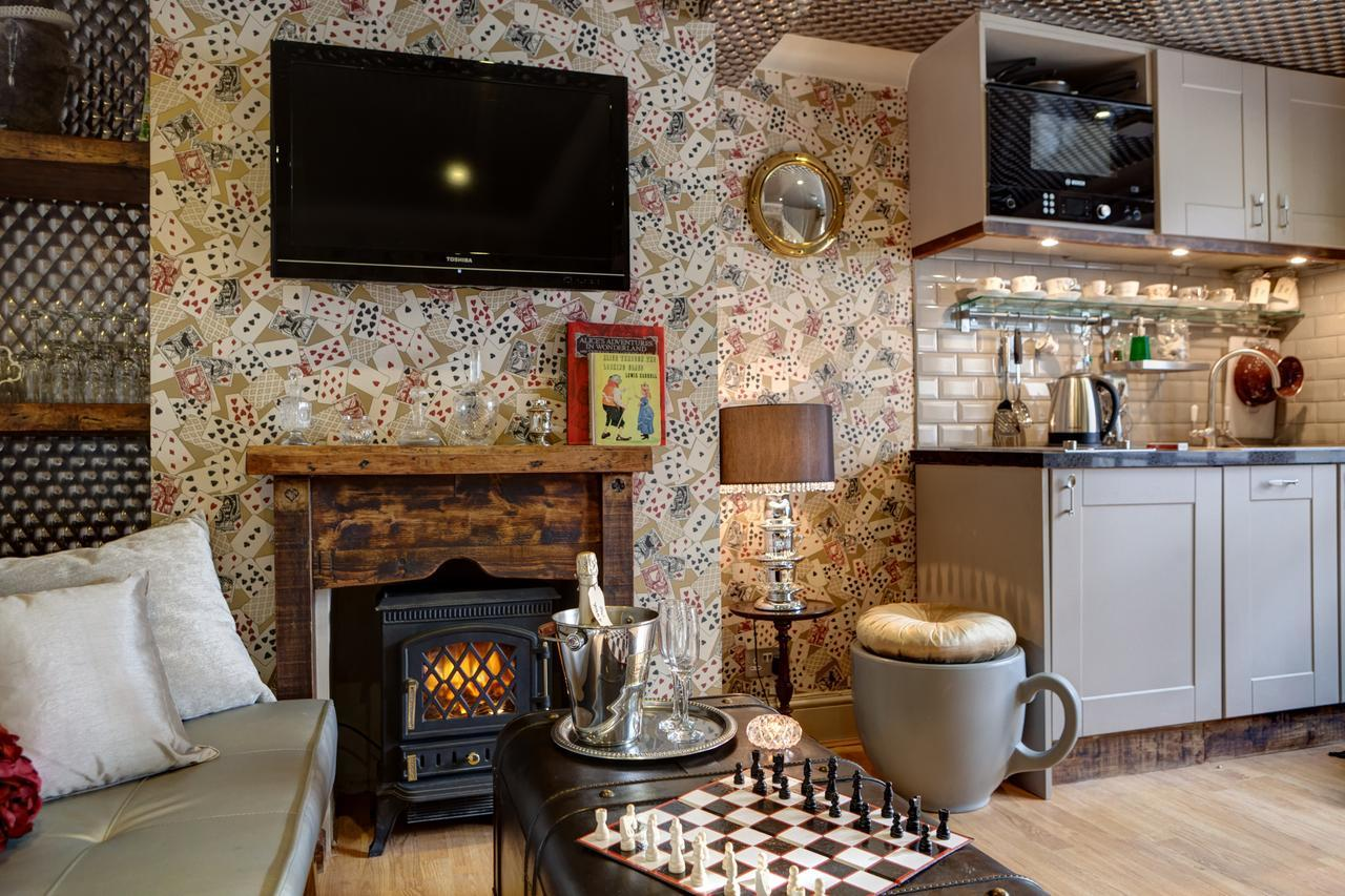 Looking Glass Cottage, Brighton & Hove Images - 12