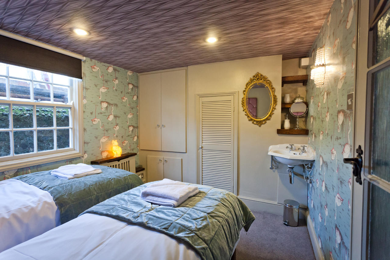 Looking Glass Cottage, Brighton & Hove Images - 10