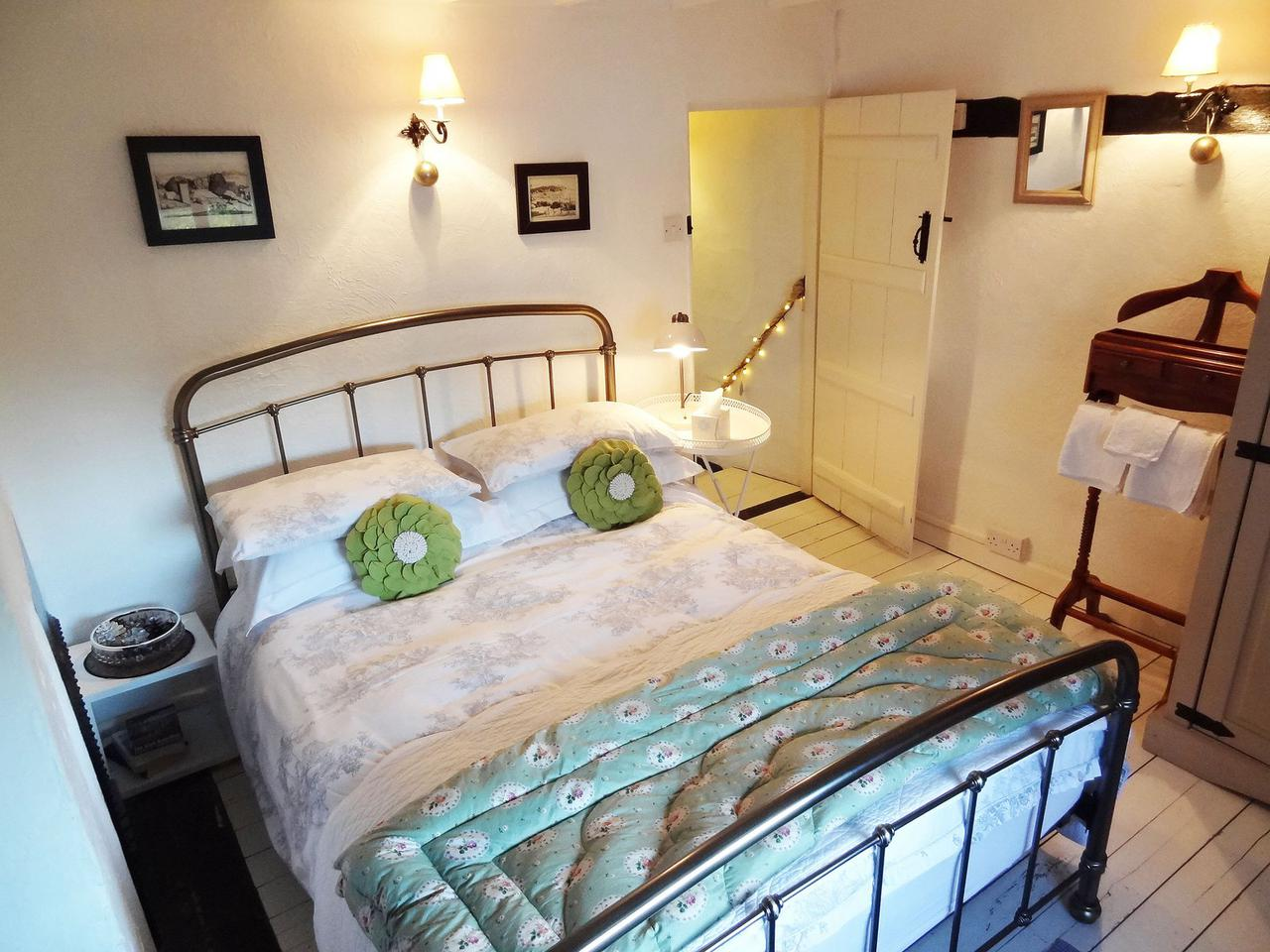 Mill Cottage, Steyning Images - 2